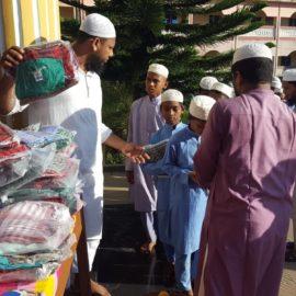 Distribution de cadeaux pour les orphelins rohingyas