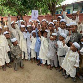 Раздача подарков сиротам к окончанию Рамадан